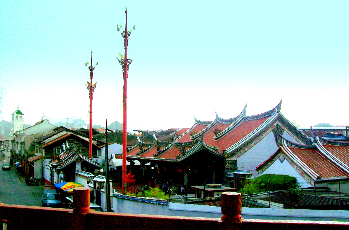 View from the Buddhist Museum in Malaka - Temple & Mosque in VIew