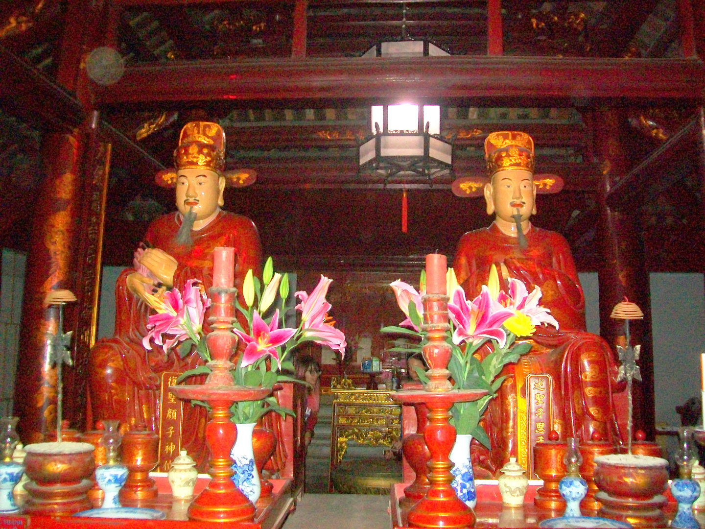 Scholars in the Kong Fuzi  (ie: Kongzi, Confucious) in Learning Temple - Hanoi, Viet Nam